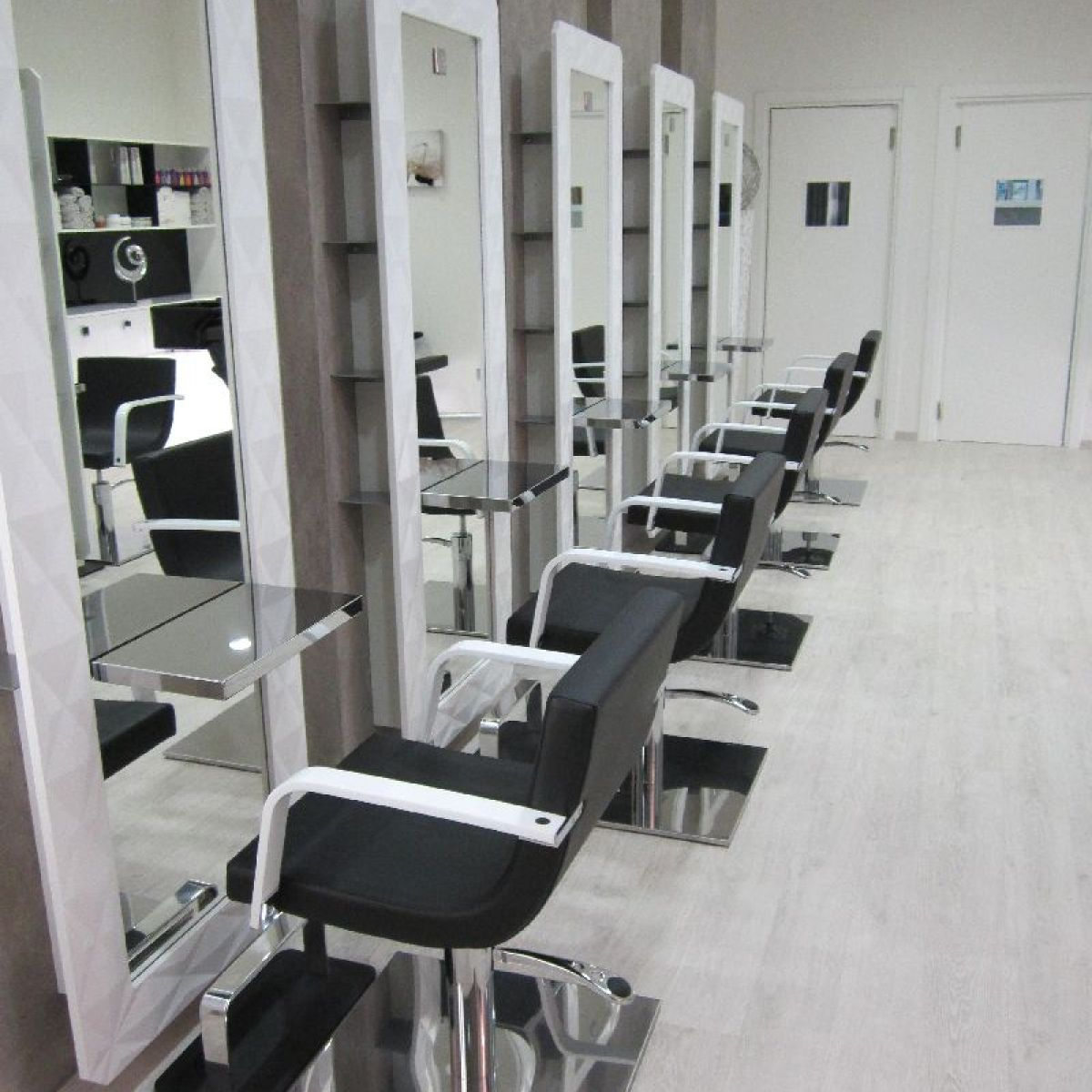 Nelson mobilier hair salon furniture made in france for Interieur stylist