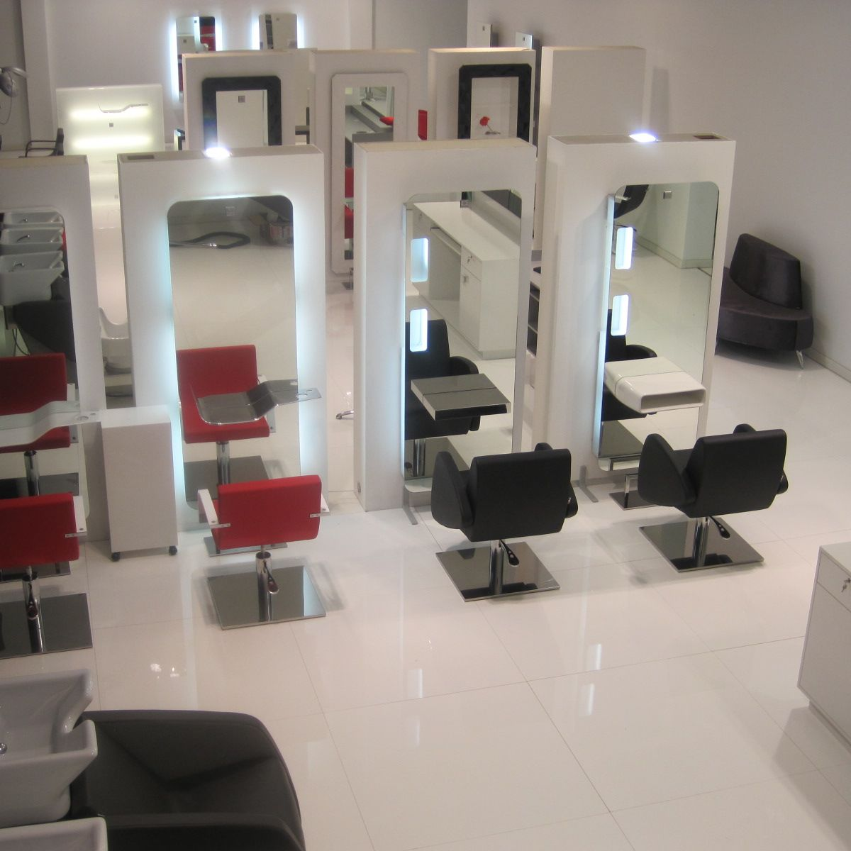 Nelson mobilier salon furniture salon design hair for Mobilier salon professionnel