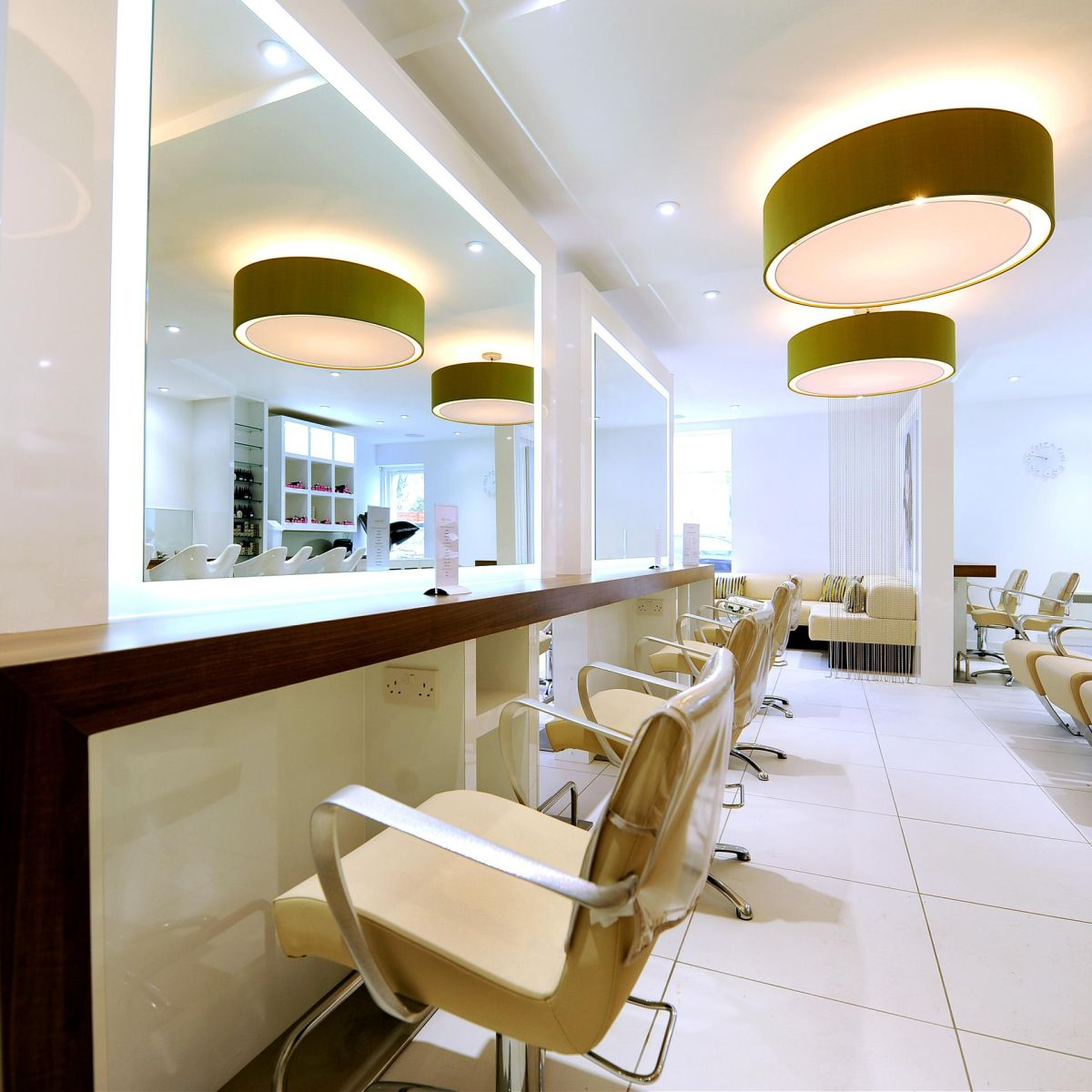 Hair salon interior design uk for Mobilier salon design