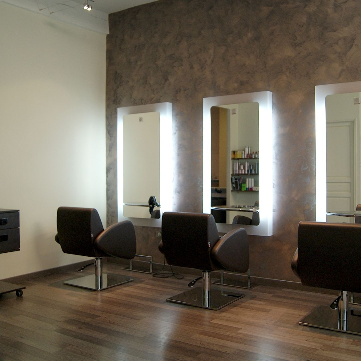 Nelson mobilier hair salon furniture made in france for Salon detente