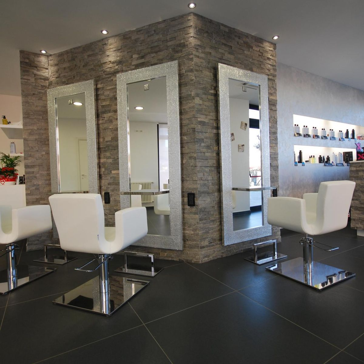 Nelson mobilier hair salon furniture made in france for Photos salon design