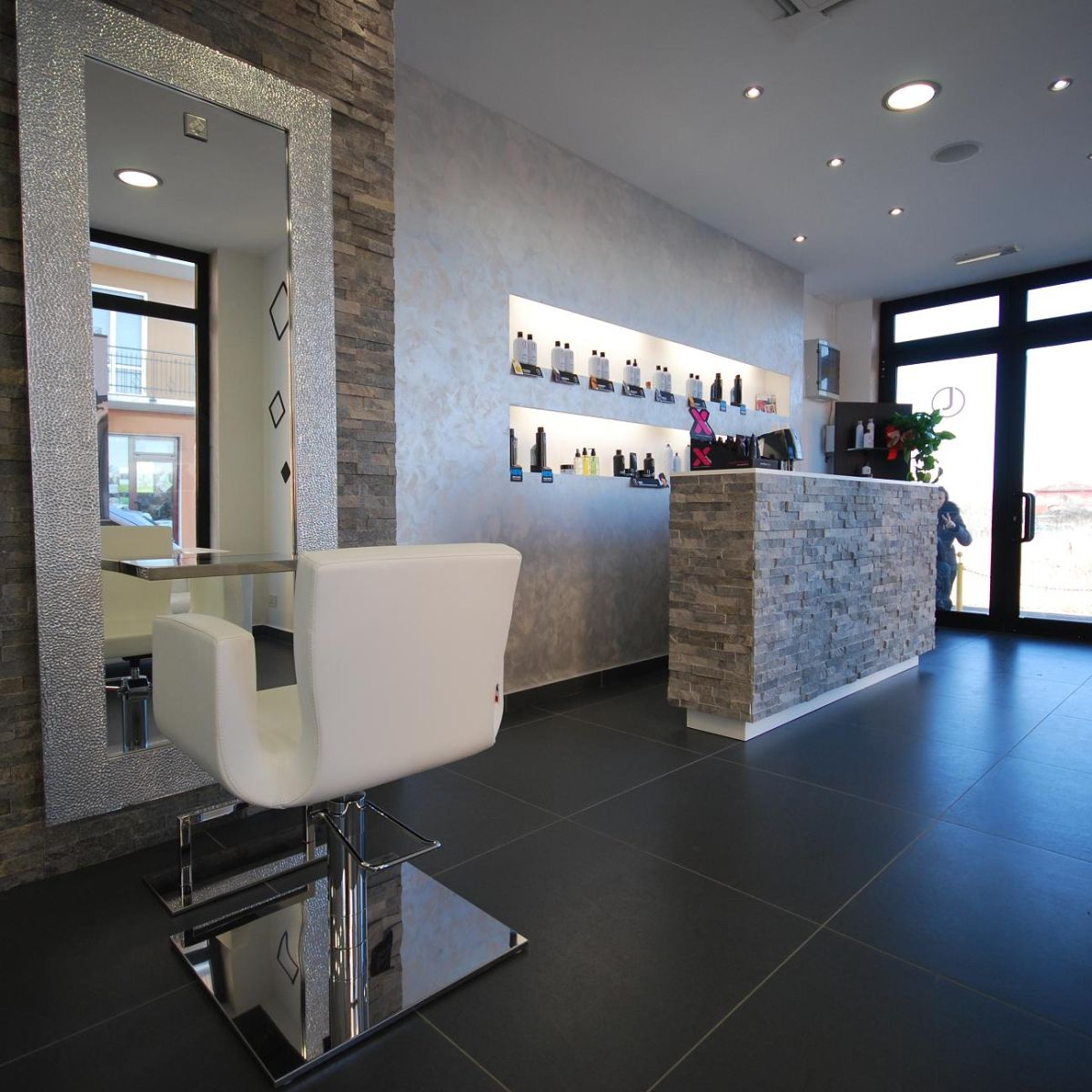 Hair salons designs beauty salon designs charm the world for Mobilier design